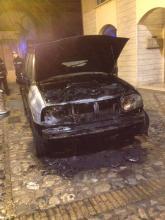 L'auto andata in fiamme